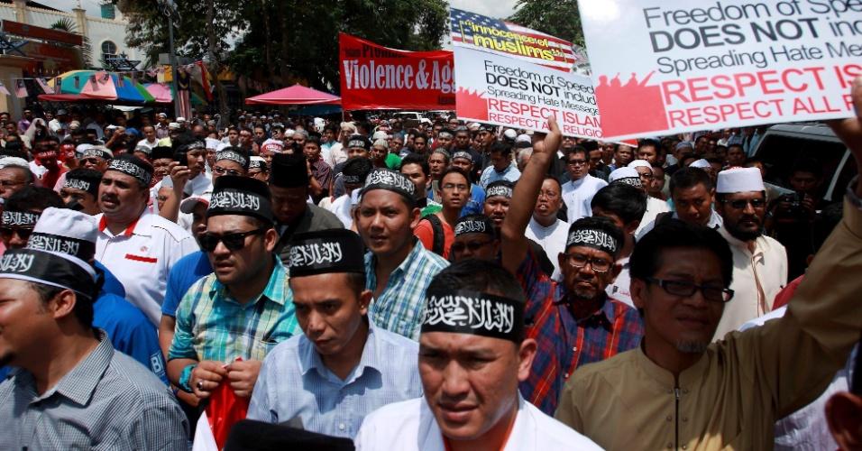 21.set.2012 - Muçulmanos participam de protesto contra o filme anti-islã também na Malásia, na cidade de Kuala Lumpur, nesta sexta-feira (21)
