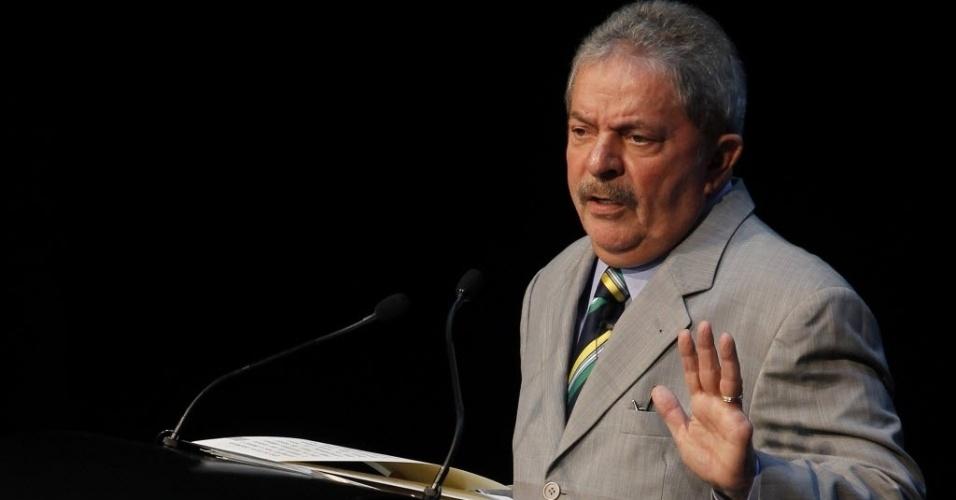 """21.set.2012 - O ex-presidente do Brasil Luiz Inácio Lula da Silva gesticula durante o seminário """"México Século 21"""", realizado na Cidade do México"""