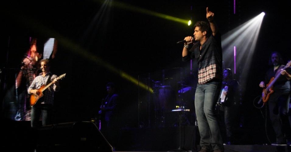 A dupla sertaneja Victor & Leo apresenta seu show do CD