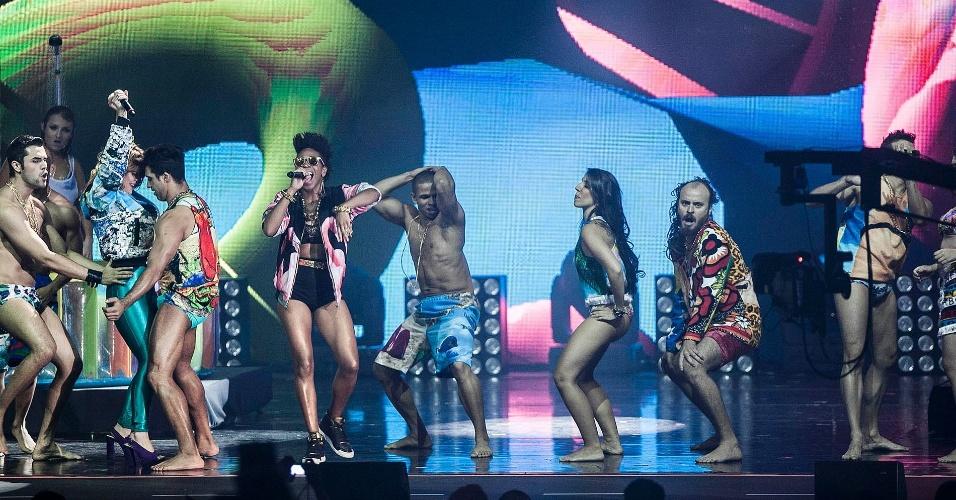Bonde do Rolê e Carol Konká se apresentam no palco do VMB 2012 (20/9/12)