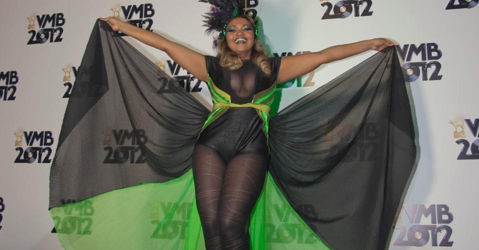Indicada em quatro categorias, Gaby Amarantos mostra seu figurino ao chegar no VMB 2012 (20/9/12)