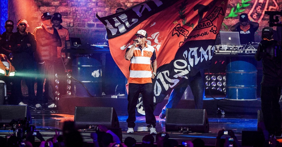 Mano Brown dos Racionais MC's se apresenta no VMB 2012 (20/9/12)