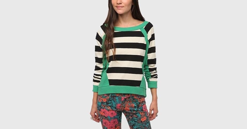 Moletom listrado branco e preto com recortes em verde; a partir de R$ 100, na Urban Outfitters (www.urbanoutfitters.com) Preço pesquisado em setembro de 2012 e sujeito a alterações