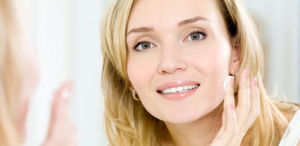 Uso de cosméticos com vitamina C diminui a ação dos radicais livres e uniformiza do tom da pele
