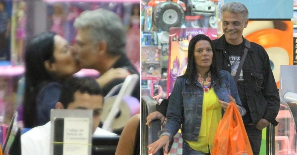O ator Tarcísio Filho passeia com a família em um shopping na Barra da Tijuca, zona sul do Rio de Janeiro, na tarde de sexta-feira (21). A imagem mostra o carinho do ator com a parceira, que chegou a detectar a presença dos fotógrafos e se afastou do artista para despistá-los, sem sucesso (21/9/12)