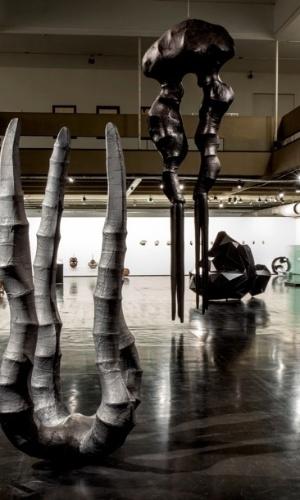 Obra da retrospectiva do MAM carioca dedicada a Angelo Venosa, que mostra esculturas dos 30 anos de carreira do artista paulistano radicado no Rio de Janeiro
