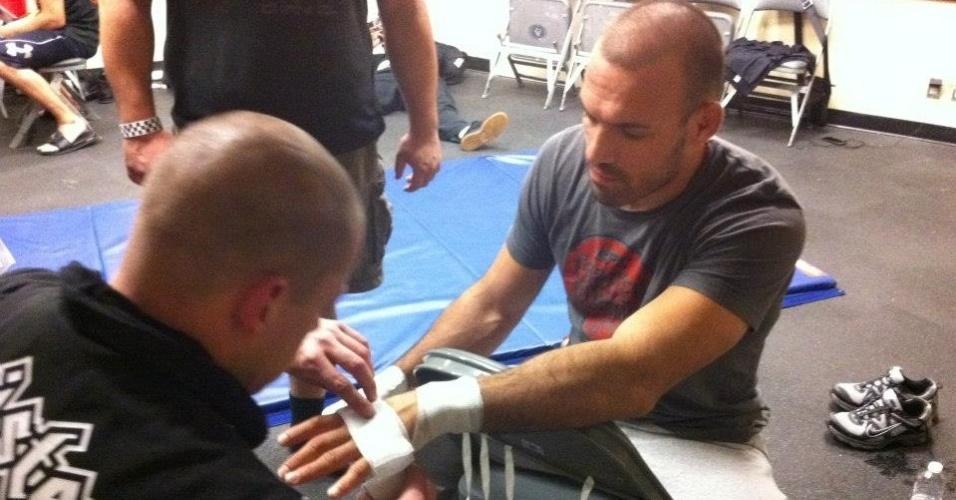 Igor Pokrajac tem as mãos enfaixadas antes de luta no UFC 152