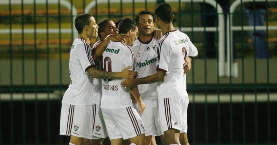 Jogadores comemoram gol marcado por Fred na partida entre Fluminense e Náutico