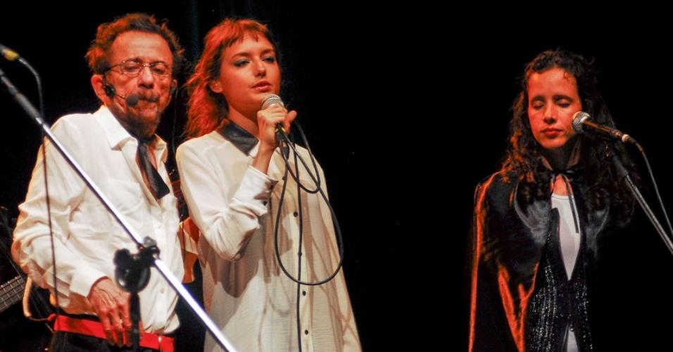 Mallu Magalhães canta no show de lançamento do novo disco de Tom Zé,