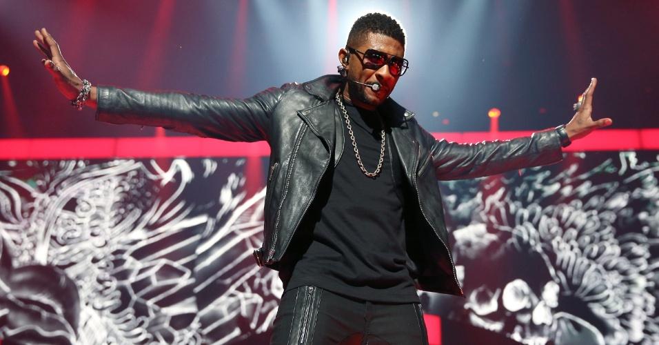 O cantor Usher se apresenta no iHeartRadio Music Festival 2012 no MGM Grand Garden Arena, em Las Vegas (21/9/12)