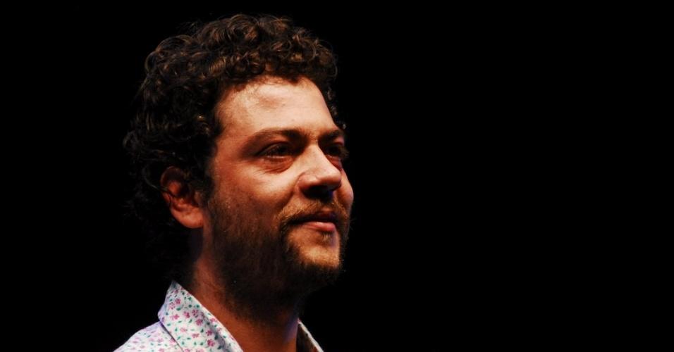 O músico Pelico canta no show de lançamento do novo disco de Tom Zé,