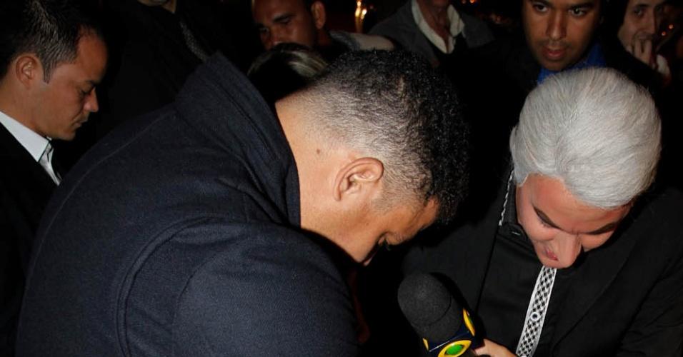 Ronaldo chega a sua festa de aniversário de 36 anos na OutLaws, em São Paulo (22/9/12)