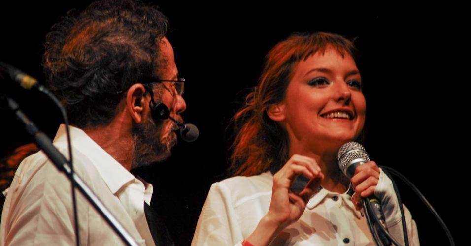 Tom Zé se apresenta com Mallu Magalhães no show de seu novo disco,