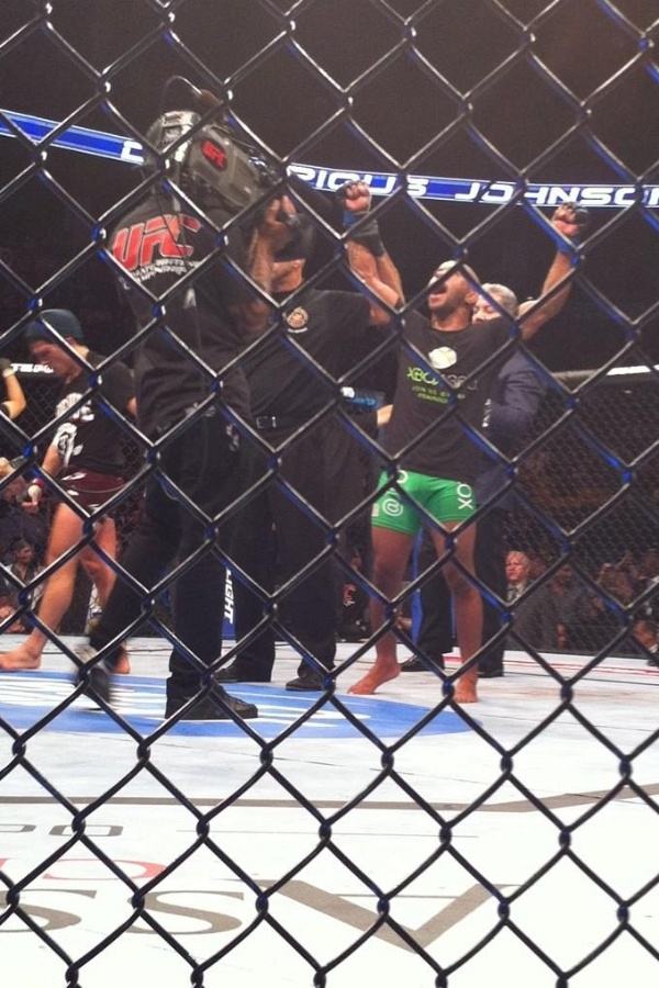 Demetrious Johnson vence Joseph Benavidez e leva primeiro cinturão dos moscas do UFC