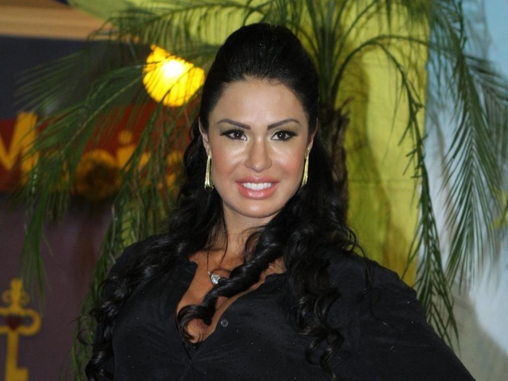 Gracyanne Barbosa comemora aniversário ao lado de Belo em buffet, no Rio (23/9/12)