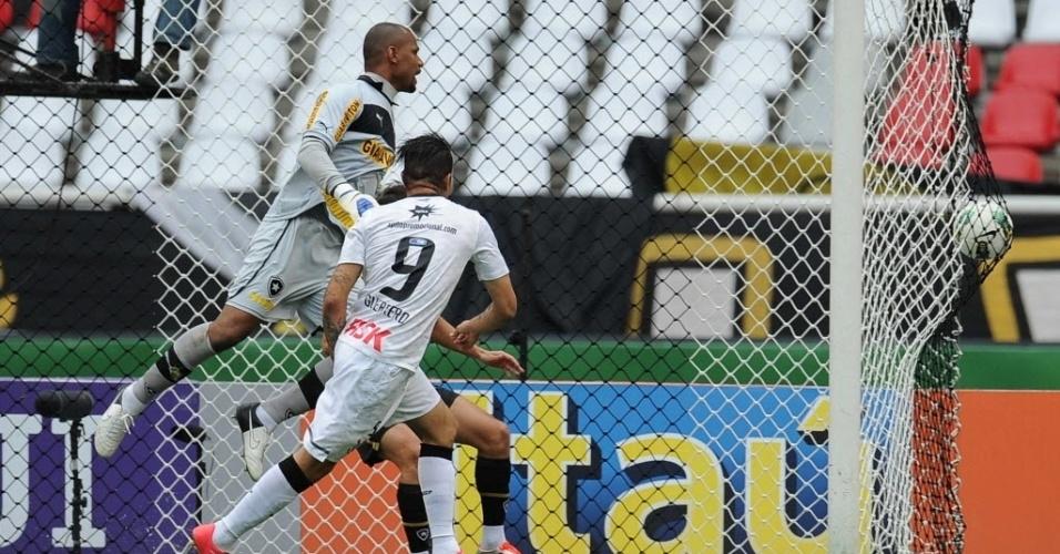 Paolo Guerrero marca o gol para o Corinthians no duelo contra o Botafogo, do goleiro Jefferson, pelo Brasileirão