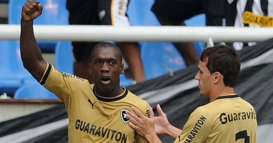 Seedorf comemora com Lucas gol marcado na partida do Botafogo contra o Corinthians