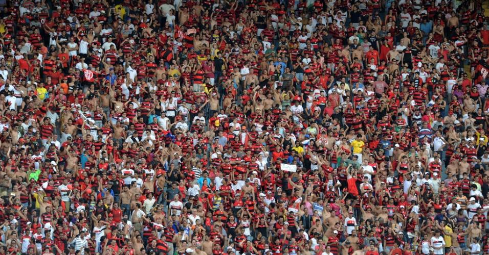 Torcida do Flamengo comemora a vitória fora de casa contra o Atlético-GO
