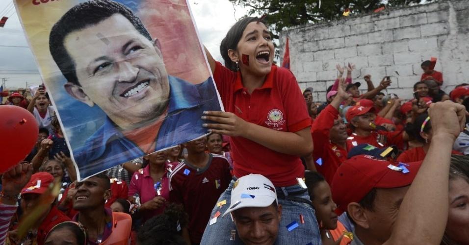 24.set.2012 - Apoiadores do presidente da Venezuela, Hugo Chávez, participam de campanha eleitoral em Acarigua, nordeste da Venezuela