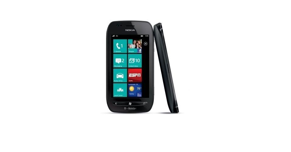 24.set.2012 - O smartphone Lumia 710 vem equipado com Windows Phone, câmera de 5 megapixels, tela de 3,7 polegadas, processador de 1,4 Ghz e 8 GB de armazenamento. O aparelho é simples de usar e possui um ótimo acesso à internet. No entanto, o sistema de mapas e a personalização da tela inicial deixam a desejar