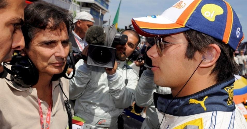 Nelson Piquet acompanha o filho Nelsinho durante o GP da Espanha de 2008