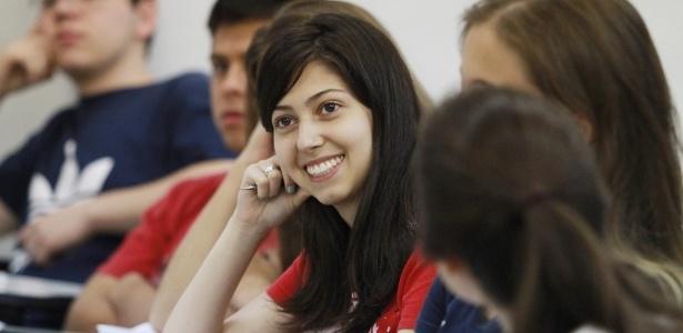 Estudar faz pessoas serem mais felizes e viverem mais (de acordo com estudo da OCDE)
