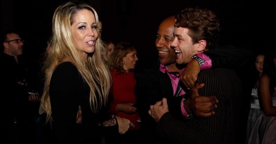 Danielle Winits, Ailton Graça e Leonardo Miggiorin durante a pré-estreia da comédia