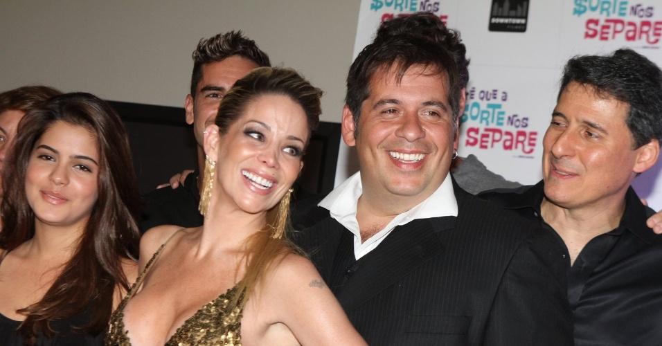 Danielle Winits e Leandro Hassum se reuniram com o elenco do filme