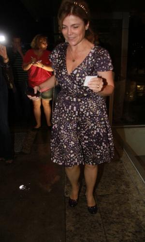 Márcia Marbá, irmã de Angélica, visitou a irmã e a sobrinha, Eva, na maternidade no Rio (25/9/12)