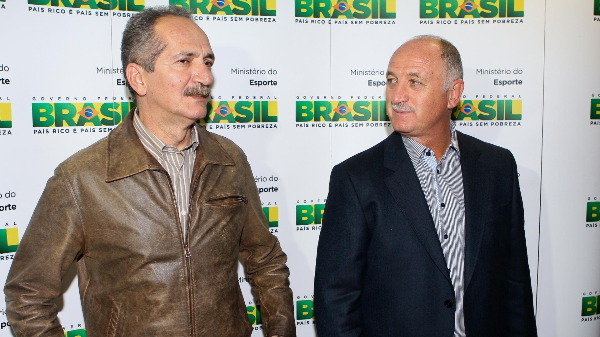 Ministro do Esporte, Aldo Rebelo (e), e o técnico Luiz Felipe Scolari conversam durante encontro em Brasília (25/09/2012)
