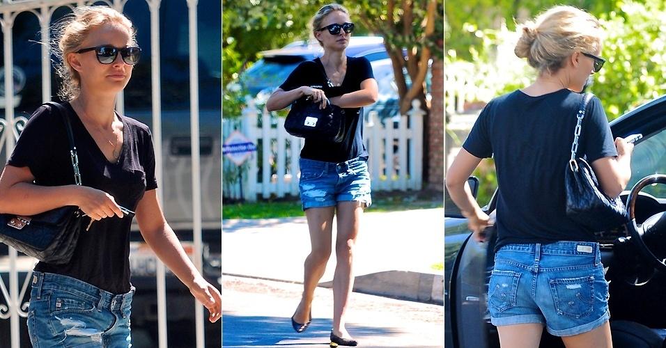 Natalie Portman é fotografada saindo da casa de um amigo em Los Angeles (24/9/12). A atriz pintou os cabelos de loiro para novo filme
