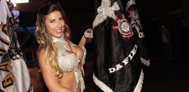 Tatiane Minerato, a rainha da bateria da Gaviões da Fiel (25/9/12)