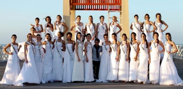 Candidatas ao título de Miss Brasil 2012 desfilaram descalças e com vestidos de noiva no Ceará