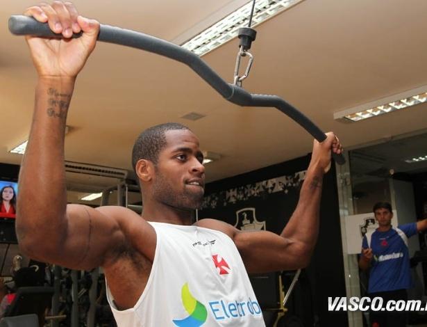 Dedé participa de treinamento do Vasco em academia