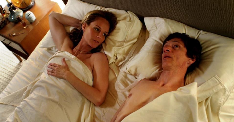 """John Hawkes, Helen Hunt e William H. Macy estrelam em """"As Sessões"""", longa sobre um paciente com um pulmão artificial que quer perder a virgindade e contrata uma terapeuta sexual com a ajuda de um terapista e um padre"""