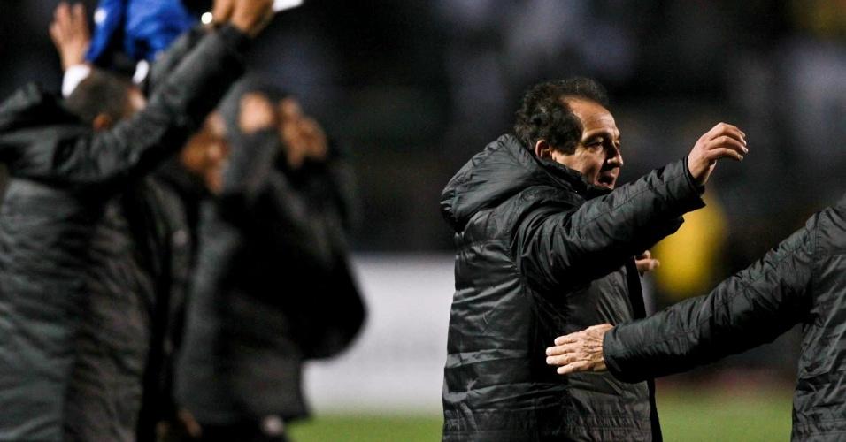 Muricy Ramalho vibra com a conquista do título da Recopa Sul-Americana pelo Santos após a vitória por 2 a 0 sobre a Universidad de Chile