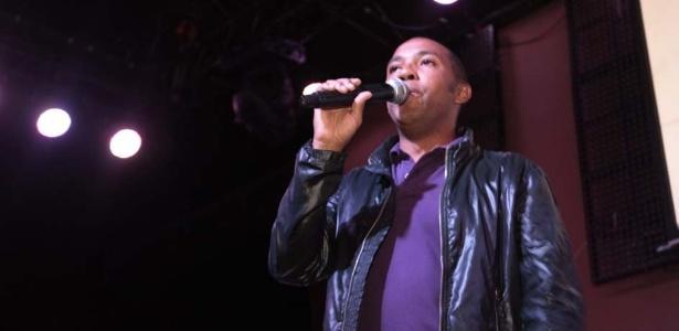 O cantor Salgadinho canta no evento da Gaviões da Fiel em São Paulo (25/9/12)