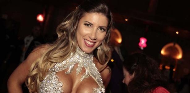 Tatiane Minerato, a rainha da bateria da Gaviões da Fiel, dança no evento em São Paulo (25/9/12)