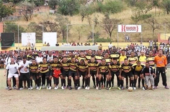 Tricampeão, Inconfidência posa para foto antes do início da final da Copa Kaiser 2012 de Belo Horizonte contra o Roma