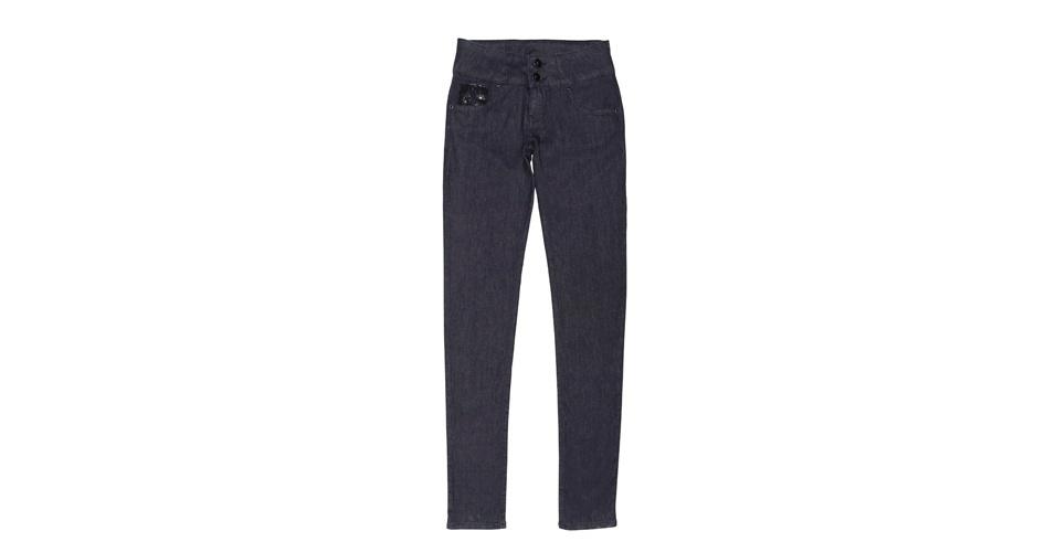 Calça jeans básica; R$ 219, na Damyller (www.dmylr.com.br). Preço pesquisado em setembro de 2012 e sujeito a alterações