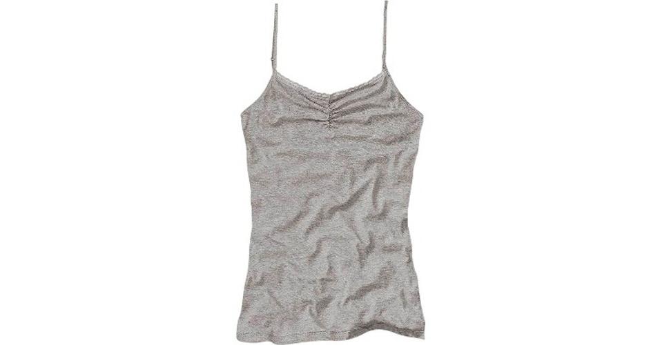 Camiseta cinza de alcinha; R$ 39,99, na Dzarm (www.dzarm.com.br). Preço pesquisado em setembro de 2012 e sujeito a alterações