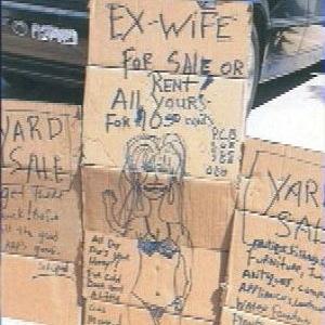 Anúncio da e ex-mulher à venda foi feito para atrair mais compradores para a liquidação que um americano fez de seus objetos usados
