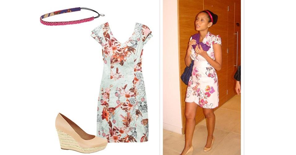 Os vestidinhos curtos e estampados são a cara do verão carioca. Taís Araújo combinou a peça com um sapato nude com salto anabela revestido com tressê e faixa fina no cabelo