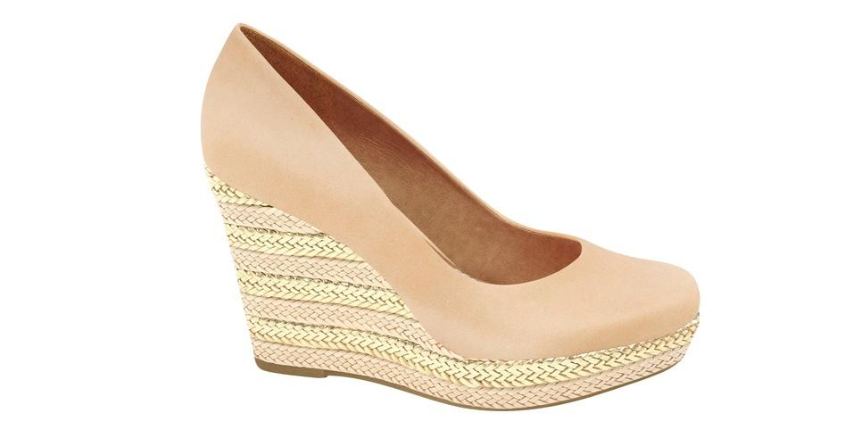 Sapato nude de salto anabela com tressê; R$ 284,75, na Carrano (www.carrano.com.br). Preço pesquisado em setembro de 2012 e sujeito a alterações