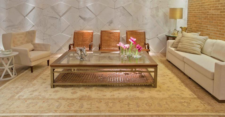 A arquiteta Helaine Caloête assina o Loft 01, inspirado no estilo mediterrâneo. Com 100 m², o espaço se baseia na cor laranja e, na sala, os tijolos aparentes aliados aos móveis rústicos entram em contraste com o moderno painel em mármore branco piguês. A Casa Cor Brasília fica aberta ao público de 29 de setembro a 06 de novembro de 2012