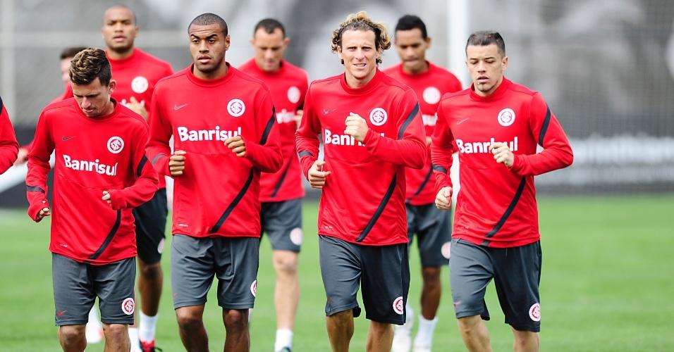 Diego Forlán e D'Alessandro fazem corrida com companheiros de time em treino do Inter em São Paulo