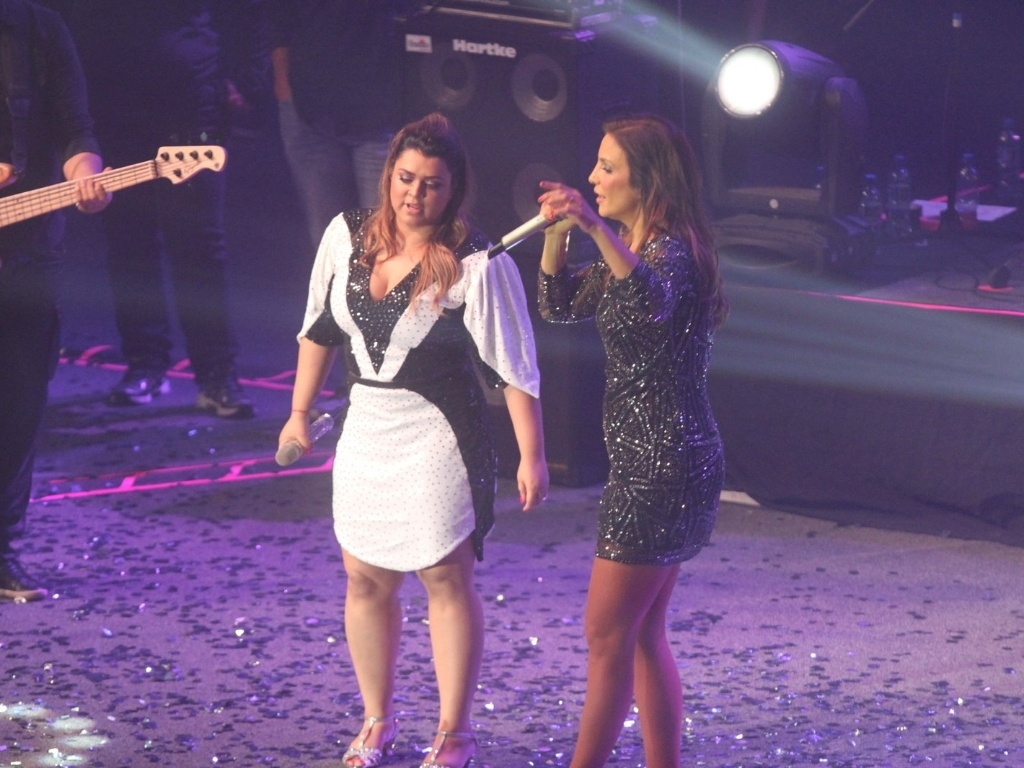 Ivete Sangalo e Preta Gil dividiram o palco durante o show do Bloco da Preta, que aconteceu no Rio (27/9/12)