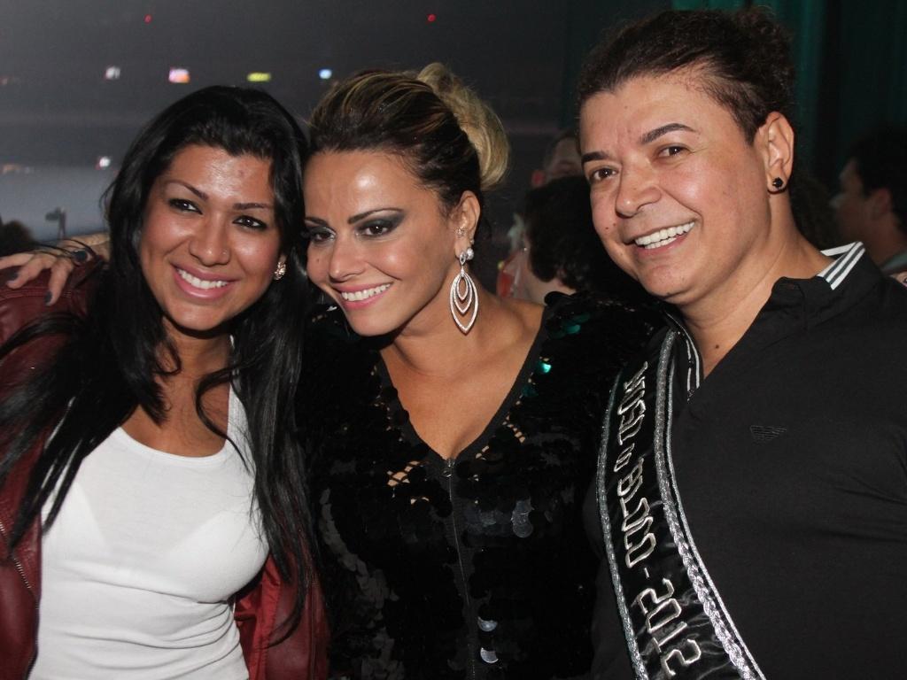 Mulher Moranguinho, Viviane Araújo e David Brazil posam para fotos nos bastidores do show da cantora Preta Gil, no Rio de Janeiro (27/9/12)