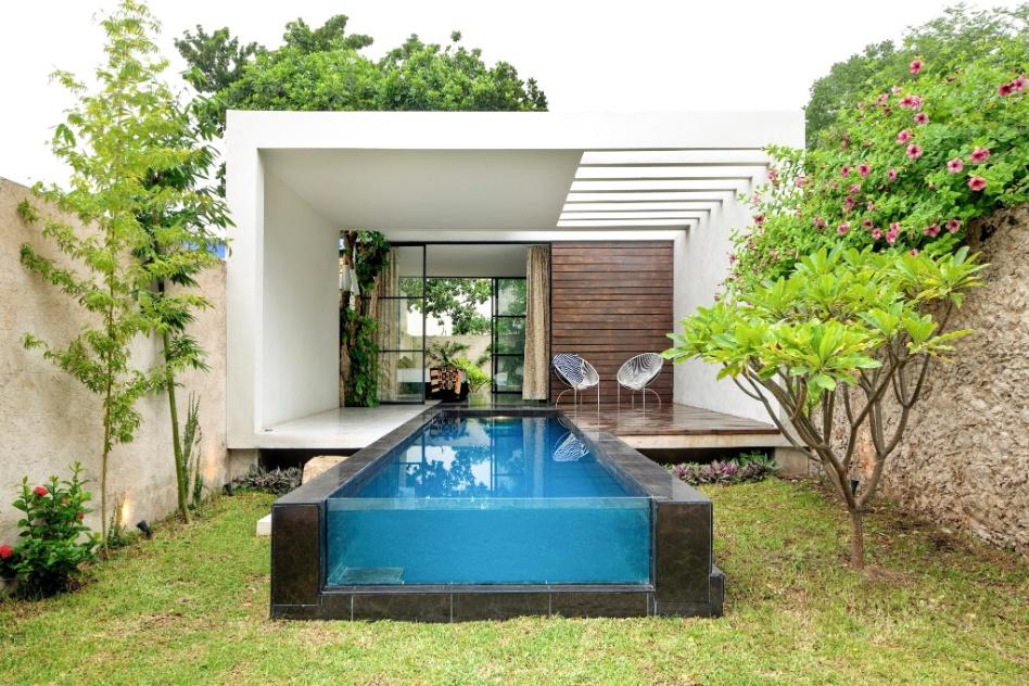 Cores fortes, ladrilhos antigos e piscina integrada s?o destaques de