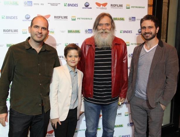 """O diretor Marcos Bernstein (à esq) e os atores José de Abreu e Caco Ciocler posam para fotos antes da exibição do filme """"Meu Pé de Laranja Lima"""" (29/9/12)"""